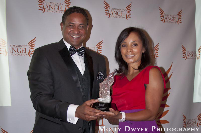 Chairwoman veniece newton & Hall of Famer Roberto Clement JR. Presents angel award to usher Raymond